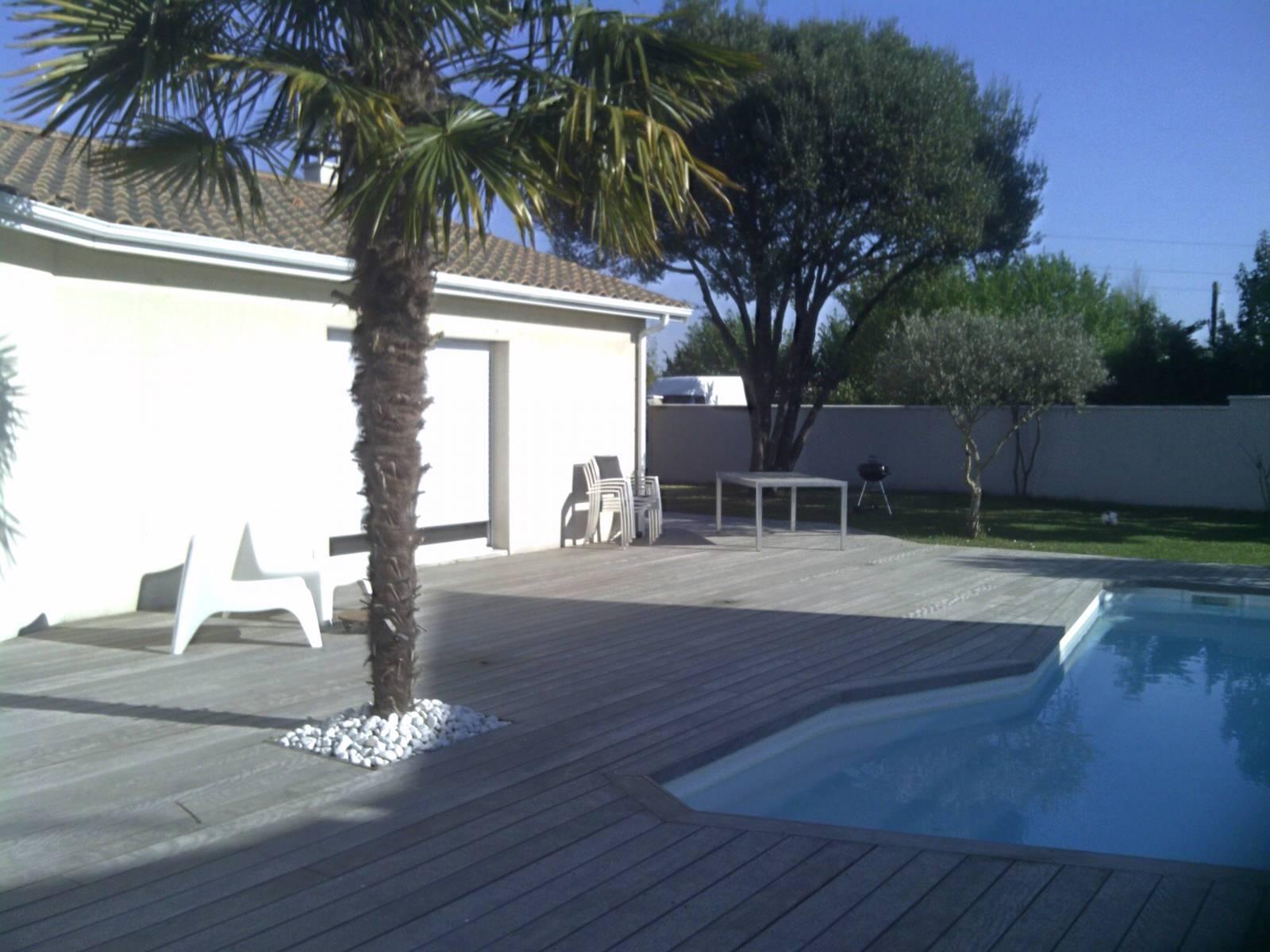 Faire construire une terrasse en bois sur mesure pessac for Construire deck piscine