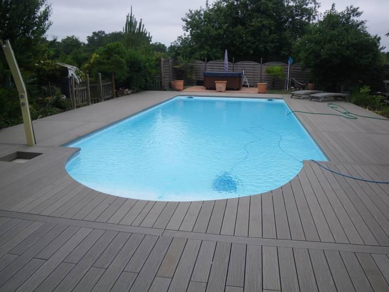 deco autour de la piscine deco autour d une piscine latelier dcors with deco autour de la. Black Bedroom Furniture Sets. Home Design Ideas